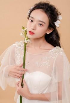 Năm 2019, khẳng định trang điểm trong suốt luôn là xu hướng được các cô dâu yêu thích