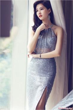 Đầm ôm body cổ yếm phối ren lưới xẻ tà