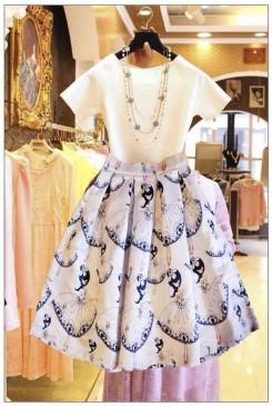 Set bộ công sở áo trắng chân váy xòe in hình cô gái dễ thương