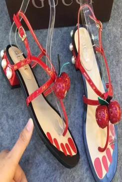 Sandal gucci trái dâu dễ thương