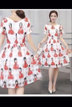 Đầm ren nữ chân váy xếp ly áo cổ tròn in hình cô gái dể thương