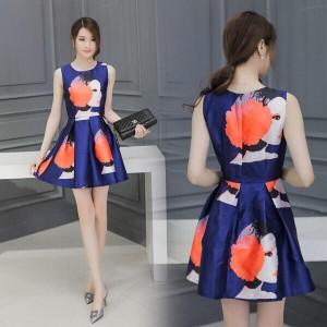 Đầm xòe phi in hình cô gái